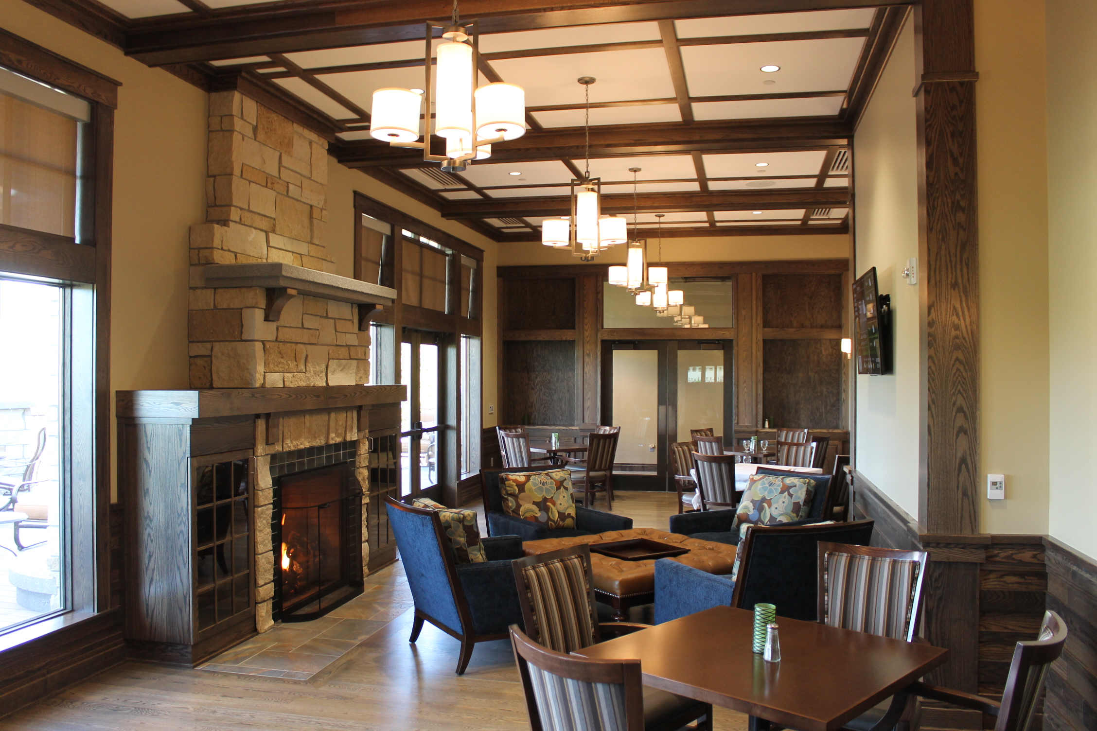 The Country Club of Sioux Falls upscale dining with fireplace South Dakota